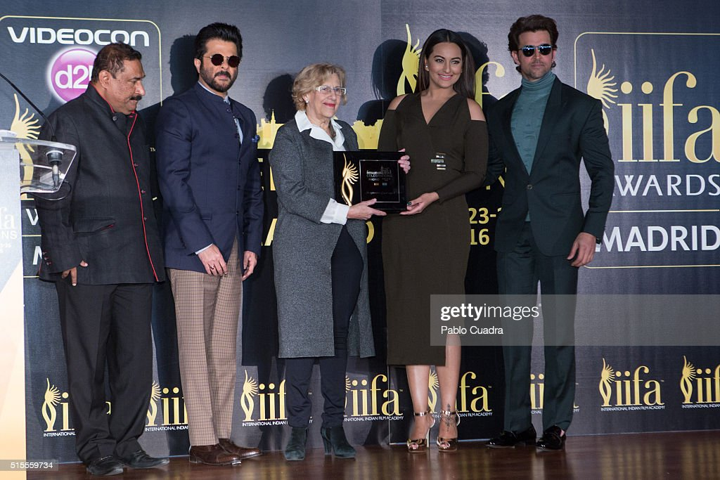 Anil Kapoor Manuela Carmena Sonakshi Sinha and Hrithik Roshan attend the 17th International Indian Film Academy awards press conference at the Retiro.
