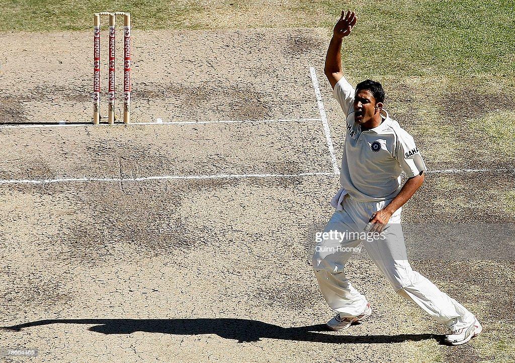 First Test - Australia v India: Day 3 : News Photo