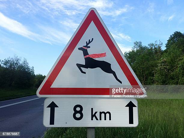 animal crossing sign with number 8 by road - number 8 stock pictures, royalty-free photos & images