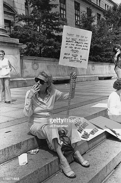 Animal welfare protesters outside the front of the American Museum of Natural History New York City 1976 The rally was organised by Henry Spira to...