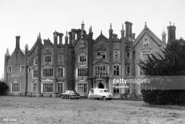 Animals Birds/Poultry Food Turkeys pic circa 1950's Great Witchingham Norfolk England A view of Great Witchingham a 16th century mansion now a centre...