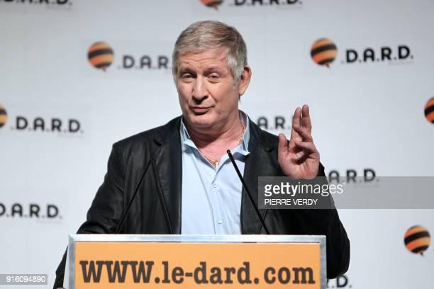L'animateur de télévision et humoriste Patrick Sébastien s'exprime le 24 mars 2010 au théâtre du Gymnase à Paris lors du lancement du Dard un...