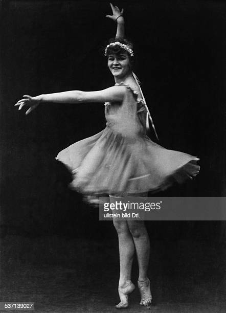 Anita Berber Dancer actress Germany dancing published in 'Dame' 06/1918