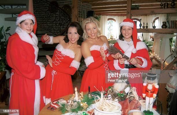 Anita Hofmann Alexandra Hofmann Cousine Melanie Cousine Diana Homestory Meßkirch Wohnzimmer Weihnachten Advent brennende Kerze WeihnachtsmannKostüm...