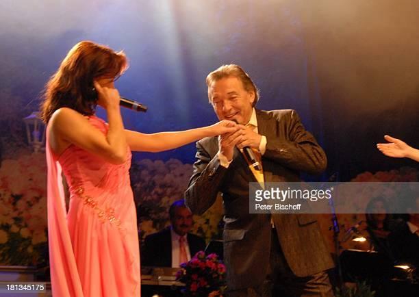 Anita Hofmann Karel Gott Tournee 'Das Frühlingsfest der Volksmusik 2007' Halle 7 Stadthalle Bremen Deutschland Bühne Auftritt Mikrofon singen...