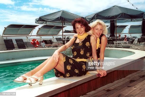 Anita Hofmann Schwester Alexandra Kreuzfahrt 1001 Nacht Luxusliner MS Royal Star ostafrikanische Küste/indischer Ozean an Deck Urlaub SwimmingPool...