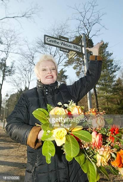 Anita Kupsch am Grethe Weiser-Weg; wäre am 100 Jahre alt geworden, ;Geburtstag, Blumen, Berlin, , P-Nr. 226/03