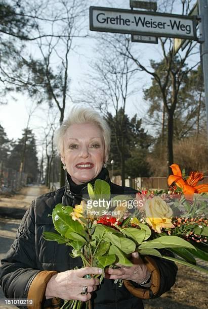 Anita Kupsch am Grethe Weiser-Weg; wäre am 100 Jahre alt geworden, ;Geburtstag, Blumen,, P-Nr. 226/03