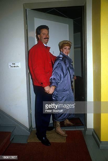 Anita Kupsch Ehemann KlausDetlef Krahn Wohnungstür Treppenhaus Berlin Deutschland Europa