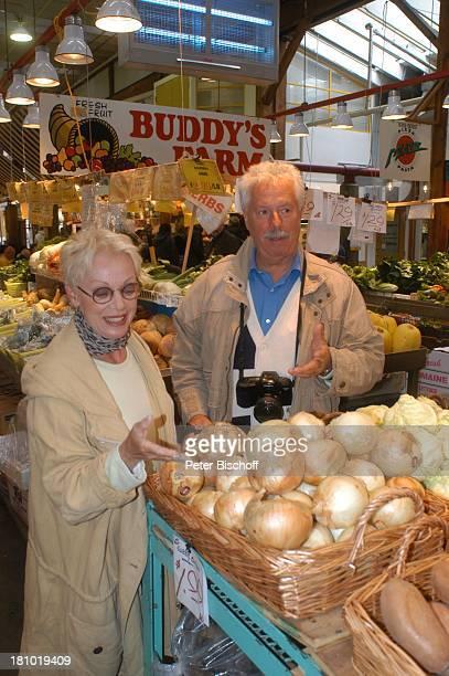 """Anita Kupsch, Ehemann Klaus-Detlev Krahn, Vancouver/British Columbia/Kanada/Nordamerika, , """"Robson Street"""", Ausflug, Urlaub, Familie, Schauspielerin,..."""