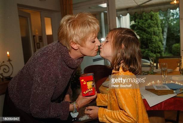 Anita Kupsch, Lea-Maria Schobesberger;, Geburtstagsfeier zum 60.,;Berlin, Deutschland, Europa, Geburtstagsbesuch bei Tochter;Daniela Lohmeyer,...
