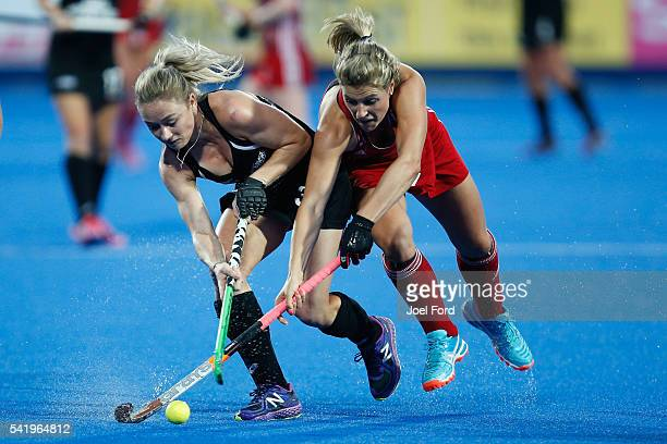 Anita Mclaren of New Zealand and Georgie Twigg of Great Britain battle for the ball during the FIH Women's Hockey Champions Trophy 2016 match between...