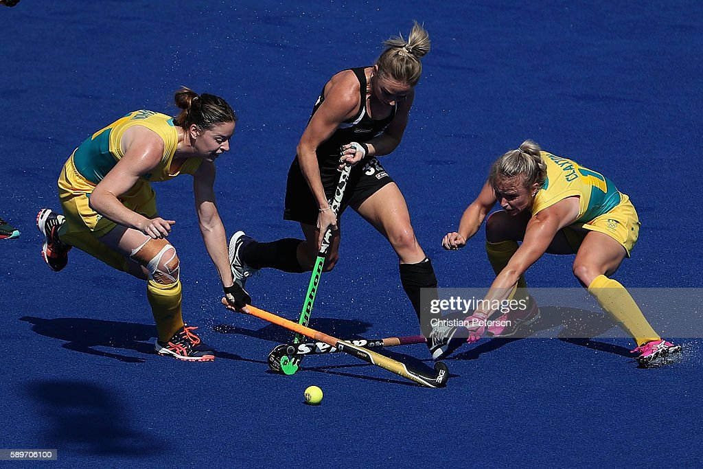 Anita Mclaren #32 of New Zealand attepts to move the ball past Karri Mcmahon #11 and Jane-Anne Claxton #18 of Australia during the first half of the quarter final hockey game on Day 10 of the Rio 2016 Olympic Games at the Olympic Hockey Centre on August 15, 2016 in Rio de Janeiro, Brazil.