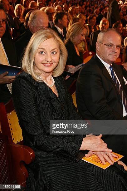 Anja Heyne Bei Der Verleihung Des 6 Internationalen Buchpreis Corine Im Prinzregententheater In München