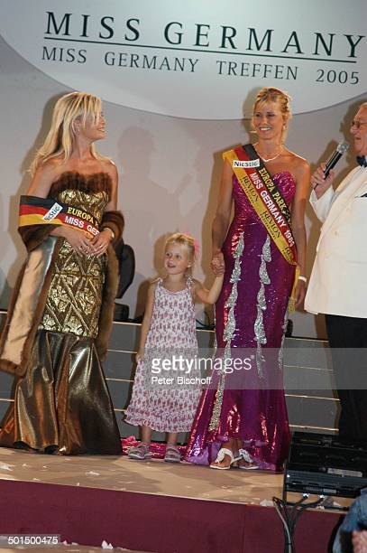 Anja HörnichClüver Claudia Weins und Kind Horst Klemmer 'Das große Miss GermanyTreffen' 'Hotel Colosseo' 'EuropaPark' Rust BadenWürttemberg...