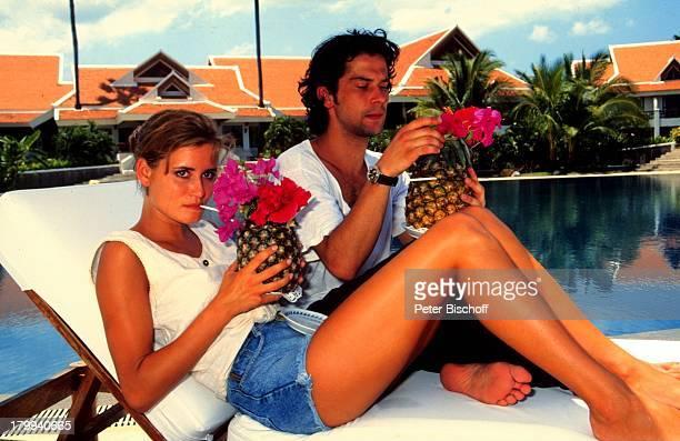 Anja Kling, Lebensgefährte Jens Solf, Insel Koh Samui/Thailand, Urlaub, Swimming-Pool, Drink, Ananas,