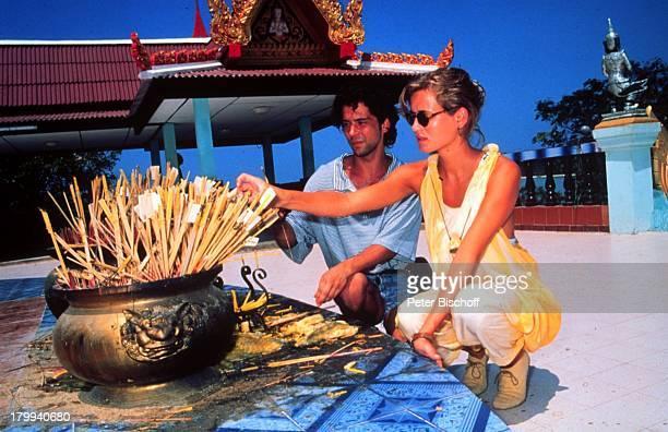 Anja Kling, Lebensgefährte Jens Solf, Insel Koh Samui/Thailand, Urlaub, Sonnenbrille, Tempel,