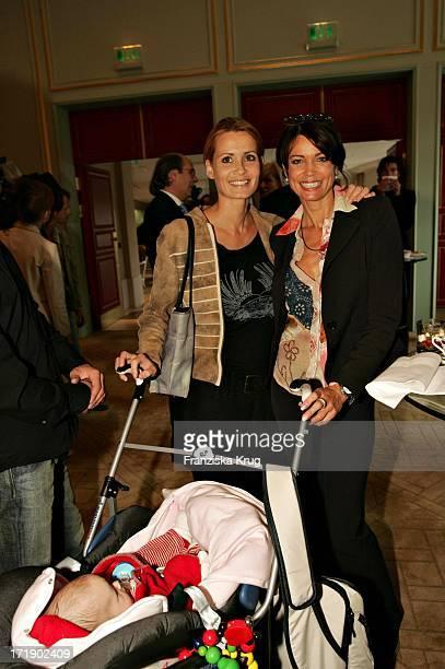 Anja Kling Mit Schwester Gerit Tochter Alea Bei Benefiz Brunch Innocence In Danger Im Palais Im Adlon In Berlin Am 220904