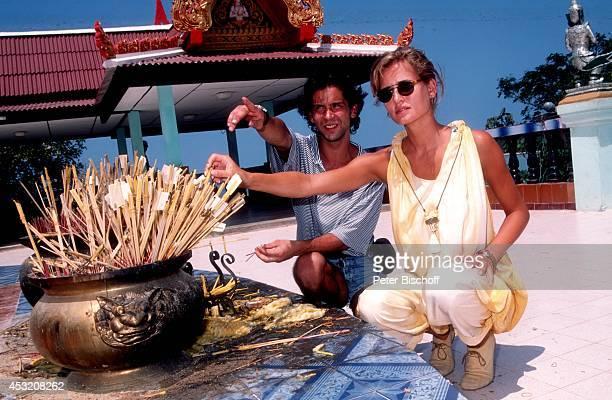 """Anja Kling und Freund Jens Solf am am Rande der Dreharbeiten zur ZDF-Serie """"Verschollen in Thailand"""" auf Insel Koh Samui, Thailand."""