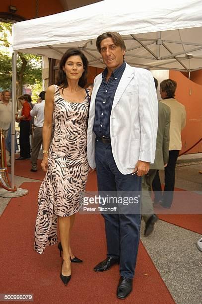 Anja Kruse Lebensgefährte Norbert Blecha Empfang der Bavaria Film Filmfest München PNr 906/2005 Party roter Teppich Kleid Ganzkörper Schauspielerin...