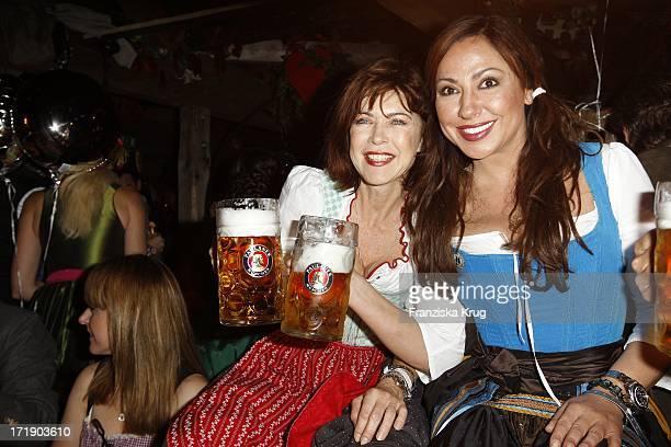Anja Kruse Und Simone Thomalla Beim Almauftrieb Im Käferzelt Auf Dem Oktoberfest In München