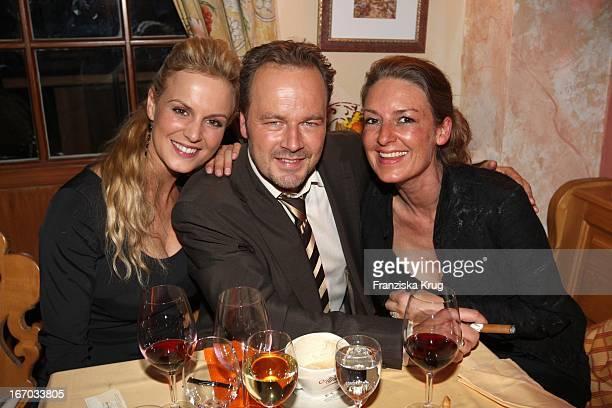 Anja Nejarri Schauspieler Till Demtröder Mit Ehefrau Jeanne Julia Demtröder Bei Der Verleihung Des 'Brisant Brillant' In Den Bavaria Studios In...