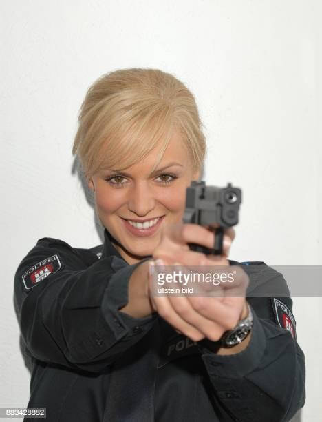 Anja Nejarri Schauspielerin D als Polizistin Katja Mentz in der ARDSerie 'GroÎstadtrevier'