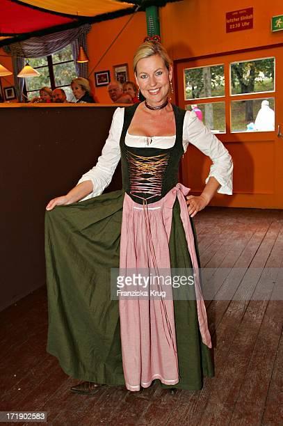 Anja Schüte Beim Stammtisch Von 'Die Aktuelle' Im Hippodrom Beim Münchner Oktoberfest Am 180905