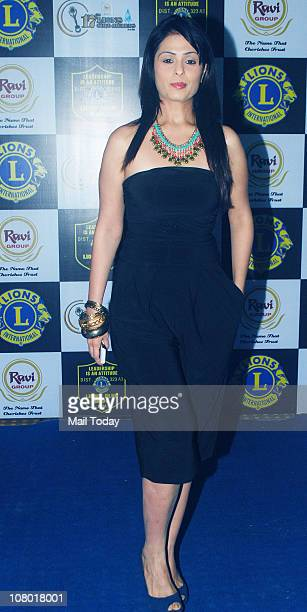Anjana Sukhani at the 17th Lions Gold Awards 2011 in Mumbai