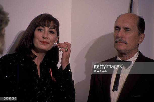 Anjelica Huston and Robert Duvall during 64th Annual Academy Awards at Dorothy Chandler Pavilion in Los Angeles California United States
