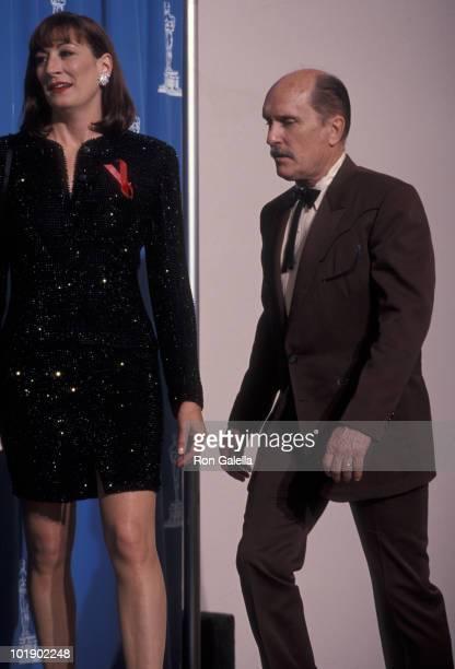 Anjelica Huston and Robert Duvall