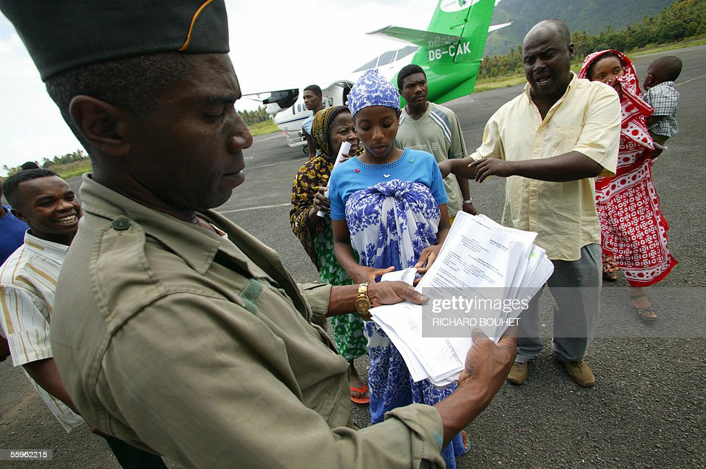 An Anjouan border officer check document : News Photo