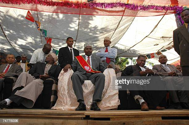 Anjouan strongman Mohamed Bacar is pictured next to former interim president Halibi Doihirou during his inauguration ceremony 14 June 2007 at the Dar...