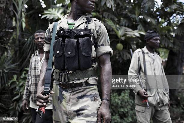 Anjouanese gendarmes take positions to fight the Comoran and African Union troops in Mutsamudu on March 25 2008 African Union and Comoran troops are...