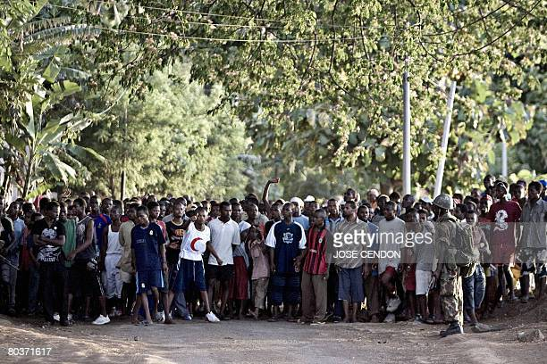 Anjouanese teenagers cheer the Comoran and African Union troops near from the place where the fightings are taking place in Mutsamudu on 25 March...