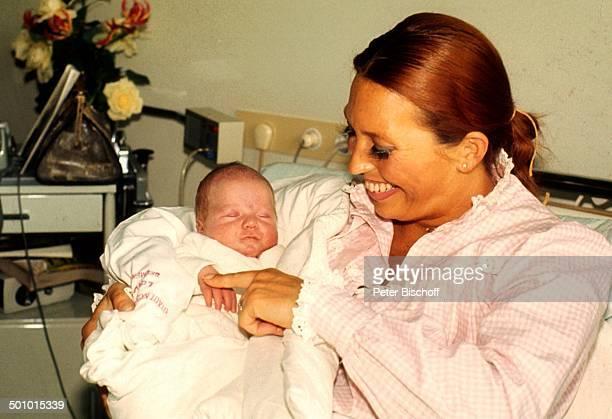 Anke Carrell Sohn Alexander Carrell Krankenhaus/'Links der Weser' Bremen/Deuschland Entbindung Baby Säugling Kind Mutter Neugeborenes Promi dah/KF...