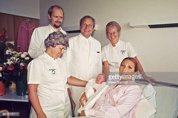 Anke Carrell Sohn Alexander Carrell Krankenschwester ÄrzteTeam Chefarzt DrLuck Krankenhaus/'Links der Weser' Bremen/Deuschland Entbindung Baby...