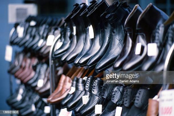 ankle boots, fashion town street market - bottines photos et images de collection