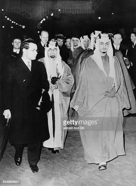 Ankunft der Delegation SaudiArabiensauf der Victoria Station in Londonrechts Prinz Faisal der spätereKönig von SaudiArabien links derbritische...