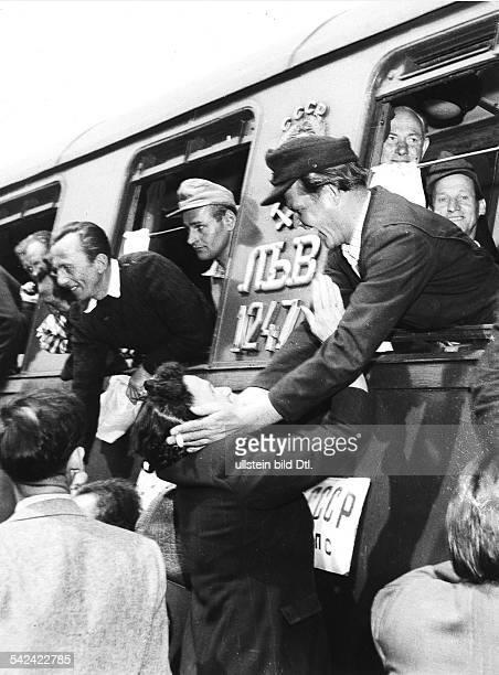 Ankunft österreichischer Spätheimkehrer auf dem Bahnhof in Wien Juni 1955