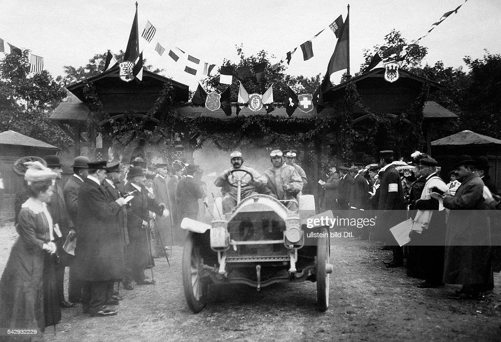 Automobile Autorennen - Herkomer Rennen 1906 : News Photo