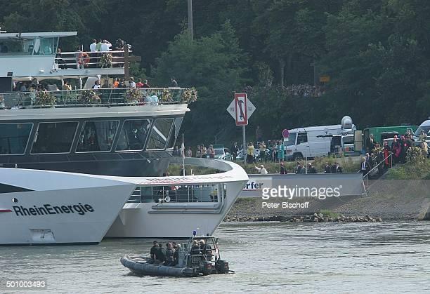 Ankunft von Papst Benedikt der XVI Anlegestelle Rodenkirchener Brücke Papstschiff MS Rheinenergie Köln Deutschland PNr 1137/2005 Schiffswallfahrt...
