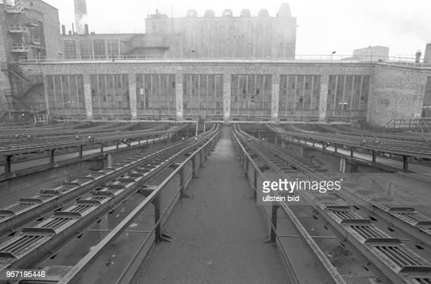 Anlagen in der Brikettfabrik Sonne in Freienhufen Kreis Senftenberg undatiertes Foto von 1981 Die Rohbraunkohle kam aus den benachbarten Tagebauen um...