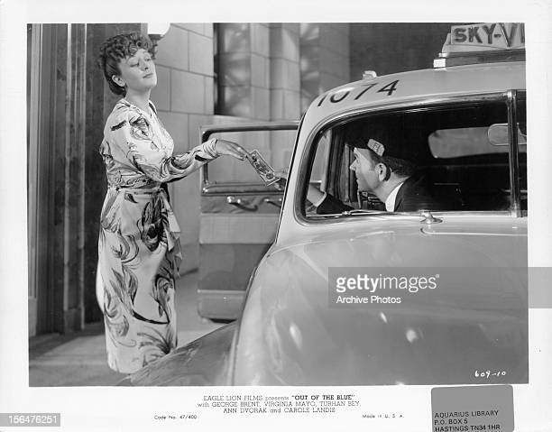Ann Dvorak giving cash to cab driver in a scene from the film 'Out Of The Blue' 1947