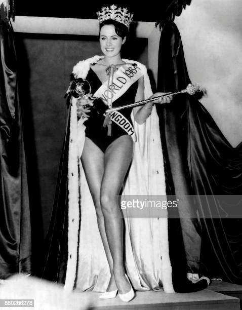 Ann Sydney from England reacts after being crowned Miss World 1964 on November 13 1964 at the Lyceum Theatre in London / AFP PHOTO / CENTRAL PRESS /