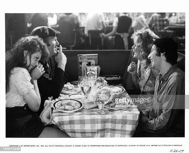 Ann Wedgeworth Gene Hackman Dorothy Tristan and Al Pacino eat dinner in a scene from the film 'Scarecrow' 1973