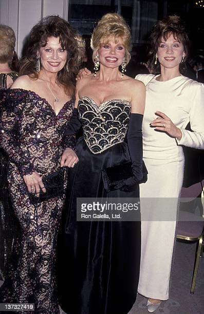 Ann Wedgeworth Loni Anderson and Marilu Henner attend 14th Annual Friar's Club Lifetime Achievement Awards on March 28 1993 at the Beverly Hilton...