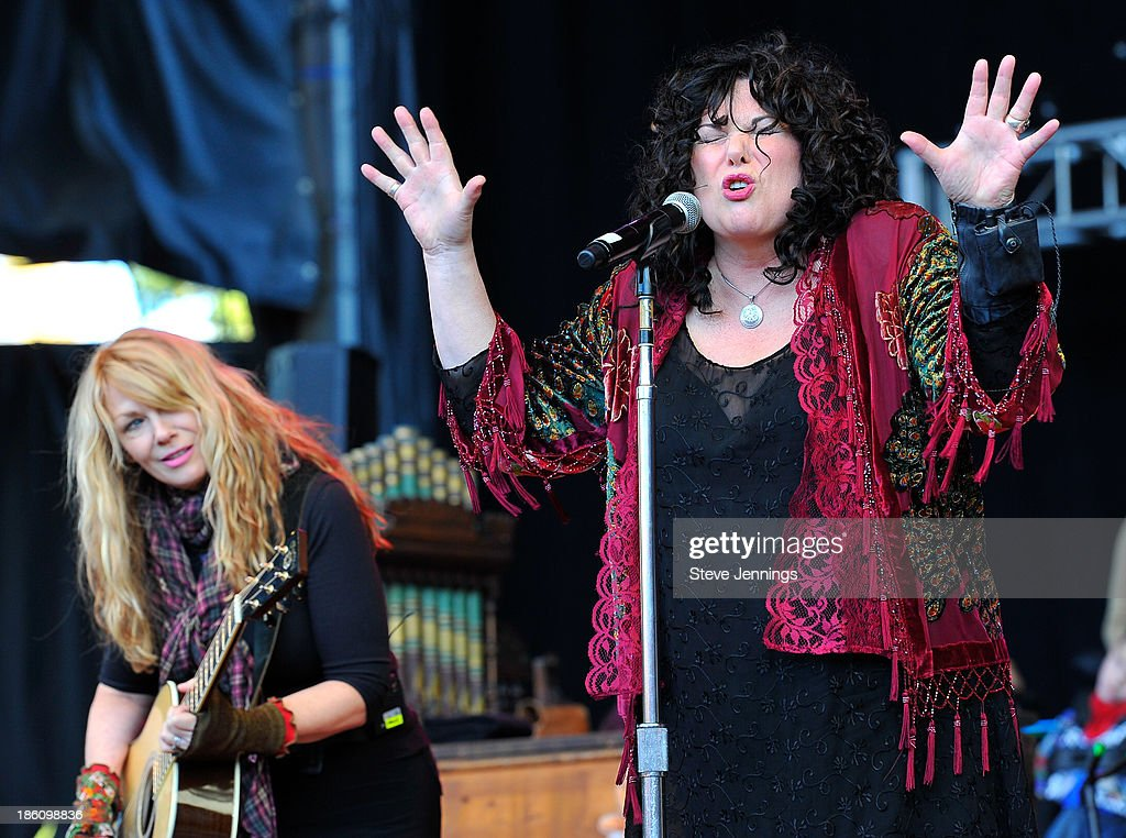 Ann Wilson and Nancy Wilson (R-L) of Heart perform on Day 2 of the 27th Annual Bridge School Benefit concert at Shoreline Amphitheatre on October 27, 2013 in Mountain View, California.