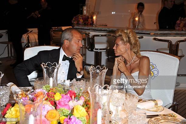 ACCESS*** Anna Anka and Bob Manoukian pose during the wedding on his yacht MY Siran on July 26 2008 in Porto Cervo Sardinia Italy