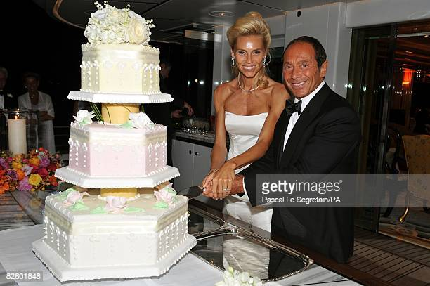 ACCESS*** Anna Anka and Paul Anka pose as they're cutting the wedding cake during their wedding on the yacht MY Siran on July 26 2008 in Porto Cervo...